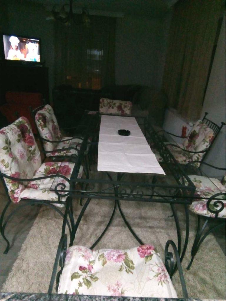 Nameštaj i enterijer od kovanog gvozdja za sto i stolice